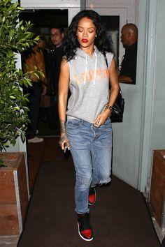 Rihanna vai sem sutiã ao seu restaurante favorito em Los Angeles | Celegram