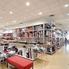 Estanterías Para Tiendas y Comercios https://www.esmelux.com/galeriaImgs.php?gl=1