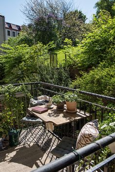 scandinavian exterior design Dream Garden, Home And Garden, Interior Balcony, Scandinavian Interior Design, Roomspiration, Exterior Doors, Exterior Design, Outdoor Gardens, Decoration