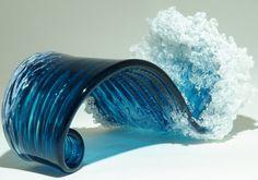 Majestuosas olas marinas convertidas en jarrones
