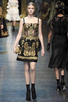 Dolce & Gabbana Runway Fall 2012 Photo 31