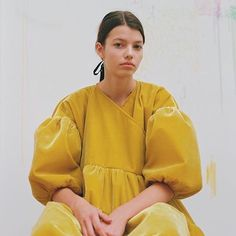 Yellow mood by Cecilie Bahnsen Fashion Mode, 70s Fashion, Winter Fashion, Vintage Fashion, Fashion Outfits, Korean Fashion, Fedora Summer Outfits, Mellow Yellow, Mode Style