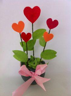 Awesome 45 Adorable DIY Valentine Decor Ideas https://bellezaroom.com/2018/01/13/45-adorable-diy-valentine-decor-ideas/