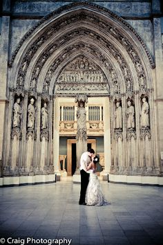 THINGS {SHE} LOVES: Pittsburgh Wedding Planner | What if rains on my wedding day? Carnegie Museum of Art.