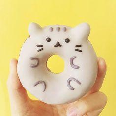 Wow! What a lovely Pusheen donut by @vickiee_yo #regram #pusheentreats #pusheen by pusheen