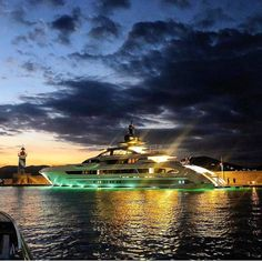 Yachting Club, Yacht Design, Yachts, Statue Of Liberty, Boats, Travel, Sailing Ships, Statue Of Liberty Facts, Viajes