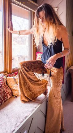 Hippie Outfits 429038302004319170 - Gold Embossed Sophie Velvet Bell Bottoms – Funk & Flash Source by elianafaye Look Hippie Chic, Looks Hippie, Hippie Style, Bohemian Style, Gypsy Style, 70s Outfits, Hippie Outfits, Cute Outfits, Fashion Outfits