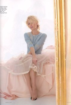 Isabelle (Nicole Kidman) wore an outfit like this in Bewitched, and i totally tried to copy it Summer '05. so breezy and romantic. since i have a crush on Naomi Watts, i think i'll try to copy the look Summer '11.