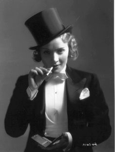 Look 4 : Androgyne You're girl in boy's clothing Marlene Dietrich or Cate Blanchett Marlene Dietrich, Hollywood Glamour, Classic Hollywood, Old Hollywood, Divas, Harlem Renaissance, Renaissance Fashion, Vintage Beauty, Vintage Fashion
