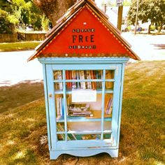 Just donated some of my old books to this #littlefreelibrary in my neighborhood. #totesadorbs