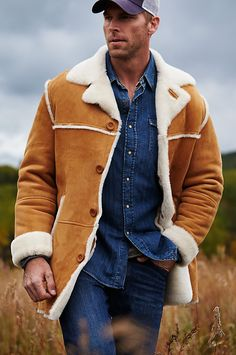 Made of Spanish Merino shearling, the superb El Dorado coat surrounds you with a sueded finish and a plush, lamb wool. Made in the USA.