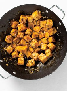General Tao Tofu It is recommended to double the sauce quantity. Kids didn't notice it was tofu! Tasty Vegetarian Recipes, Tofu Recipes, Asian Recipes, Cooking Recipes, Healthy Recipes, Fried Brussel Sprouts, Ricardo Recipe, Tofu Dishes, Gourmet