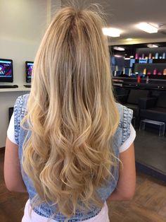 Blond  By @Nanda Gomez