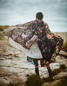 Boo George Flashes A Boho Heather Kemesky For Porter Magazine Fall 2016 — Anne of Carversville Country Girl Style, Country Girls, Textures Patterns, Print Patterns, Namaste, Erika Linder, Editorial Photography, Fashion Photography, Portrait Photography