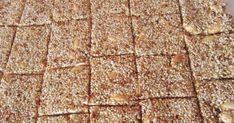 Πολύτιμο διατροφικά και ιδιαίτερα εύκολο !!! Υλικά 1 κούπα σουσάμι 1 κούπα αμύγδαλα -μπορείτε και λιγότερα 1/2 κούπα του τσαγιού ζάχαρη 3 κουτ σούπας μέλι Greek Sweets, Greek Desserts, Greek Recipes, Vegan Desserts, Malteser Cake, Greek Pastries, Cake Recipes, Dessert Recipes, Health Bar