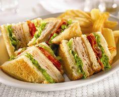 En lo mejor de las recetas rápidas: Cómo aprender a preparar un club sandwich de pollo. Descubre esta sencilla receta y sal del apuro con nuestros consejos.  http://www.linio.com.mx/hogar/cocina/