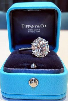 Tiffany engagement rings are one of the most famous jewellery brand from over the world. Find your perfect engagement rings from the Tiffany&Co. Stacked Wedding Rings, Dream Engagement Rings, Tiffany Engagement Rings, Solitaire Engagement, Wedding Ring Designs, Tiffany Jewelry, Tiffany Rings, Ring Verlobung, Dream Ring