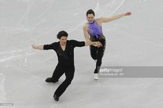 News Photo : Tessa Virtue and Scott Moir of Canada compete in...