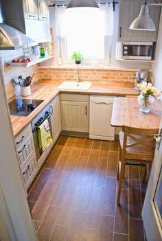petite cuisine quip e avec l 39 vier sous la fen tre id es d co cuisine pinterest cuisine. Black Bedroom Furniture Sets. Home Design Ideas