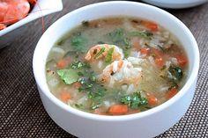 Une déliceuse soupe de crevettes légère, simple et rapide, parfaite pour le repas du soir. Une soupe blanche agréablement parfumé au citron et à la coriandr