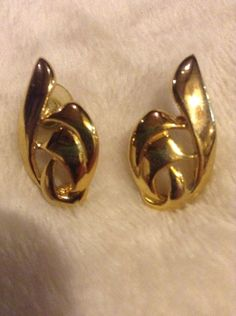 Vintage Gold Colored Earrings One Missing Back #1095