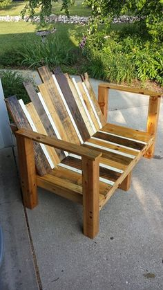 Create a #rustic bench for your #outdoor seated area. Remember to use different colored pieces of wood to add interest to this bench.
