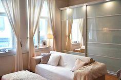 armario ropero (al fondo) integrado en el salón #Home #Organization #mariannan