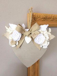 Valentines Bricolage, Valentine Crafts, Easter Crafts, Holiday Crafts, Diy Crafts For Adults, Crafts To Make, Creation Deco, Diy Presents, Heart Crafts