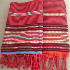 Préparez vos vacances avec nos foutas berbères très colorés pour briller sous le soleil Tissés à la main et disponibles en petites quantités, idéals pour vous distinguer en consommant responsable Textiles, Blankets, Bohemian Rug, Hand Weaving, Bedding, Projects To Try, Towel, Stripes, France