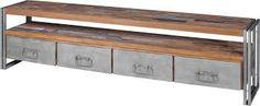 Laag kastje van hout gemaakt