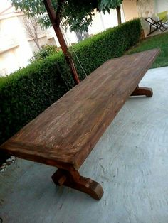 Pallet and spare wood garden table