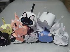I found this really cute Cats paper Models which is printable on pdf format.There are 12 colors of the cats paper models, Totoro, Neko, Art For Kids, Crafts For Kids, Kitten Party, Baby Shower Deco, Japanese Paper, Japanese Cat, Toilet Paper Crafts