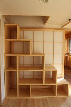 二階のリフォーム 二世帯住宅 リフォーム リビング 階段飾棚 ロフトへの階段も兼ねています