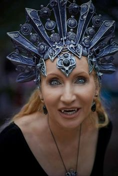 Lady Ann in her Akasha style headdress