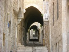 Jerusalem - This is the site where Jesus walked walked with the cross. See how steep it is? One day I will see this.My life goal is to see where he walked and was laid to rest. Moving Places, Places To See, Israel History, Ancient History, Palestine, Voyage Israel, Terra Santa, Religion, Holy Land