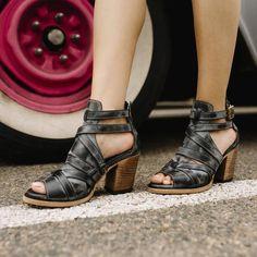 womens freebird claw black leather sandal