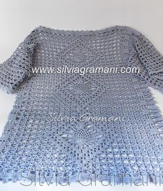 Silvia Gramani Crochê: Blusa em Crochê Plus Size Filet Crochet, Crochet Top, Pullover, Crochet Clothes, Plus Size, Diy Crafts, Sweaters, How To Wear, Flora