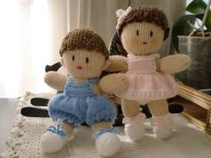 Muñeca Tejida con Dos Agujas / Paso a paso | Crochet y Dos Agujas Patrones Knitted Teddy Bear, Crochet Dolls, Free Knitting, Doll Toys, Diy And Crafts, Elsa, Christmas Ornaments, Holiday Decor, Pattern