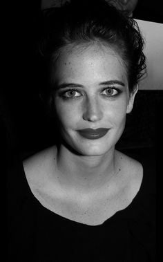 Eva Green Very Beautiful Woman, Most Beautiful Faces, Pretty People, Beautiful People, Eva Green Penny Dreadful, Female Pictures, French Actress, Female Stars, Jessica Chastain