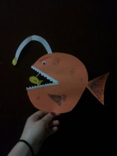 Honestly the most adorable craft ever! Honestly the most adorable craft ever! Sea Crafts, Fish Crafts, Summer Crafts For Toddlers, Art For Kids, Finding Nemo Fish, Ocean Habitat, Fisher, Fish Activities, Suncatcher