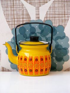 Mid-century enamel coffee pot by Finel for Arabia of Finland in the Kehrä Pattern. I have a 2 handled pot in this, love it! Vintage Enamelware, Vintage Kitchenware, Vintage Dishes, Retro Home, Vintage Coffee, Mid Century Design, Scandinavian Design, Tea Set, Coffee Shop