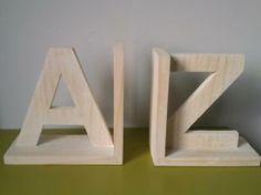 sujeta libros en forma de A-Z