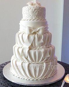 Gâteau mariage boucle et plissage - La Demi-Calorie