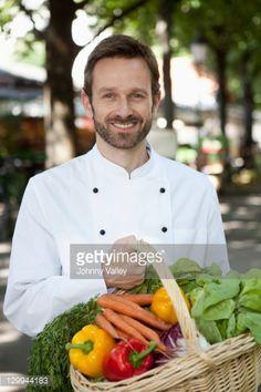 http://cache4.asset-cache.net/gc/129944183-chef-carrying-basket-of-vegetables-gettyimages.jpg?v=1&c=IWSAsset&k=2&d=KBH%2F6SrsTuHbLK5j%2BALv%2BBEZABwFeGBqHq4wRFKFaxE30qcIE35wSz3Oi8UD5Xp0