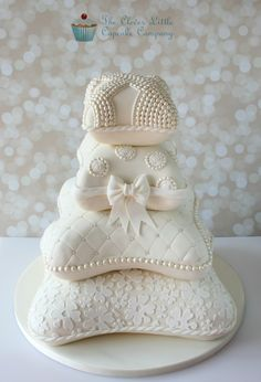 Pillow/Cushion Wedding Cake - Based on a design by Elizabeth Solaru, this is my take on it. The bride asked me to recreate it, and with Elizabeth's kind permission, I put my own twist on it.