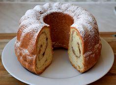 Gudrun's daily kitchen - ein österreichischer Foodblog: Steirischer Apfel-Nuss Reinling Homemade Desserts, Homemade Food, Gudrun, Muffins, Cupcakes, Simple, Breads, Kuchen, Sweet Desserts