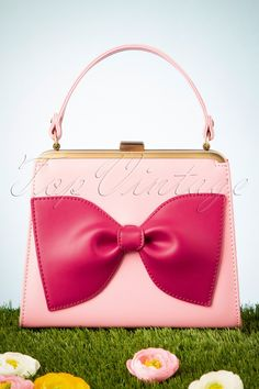 For some ladies, getting an authentic designer handbag is not something to hurry into. Because these bags can be so high priced, ladies usually worry over their selections before making an actual bag purchase. Unique Handbags, Pink Handbags, New Handbags, Small Handbags, Ladies Handbags, Bags Online Shopping, Cat Bag, Purse Styles, Small Wallet