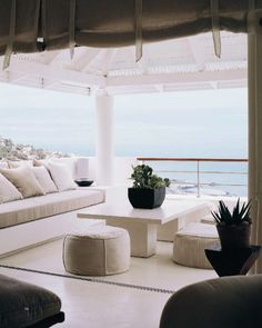 A sleek and refined outdoor living room. #capecod www.sundriesfurniture.com