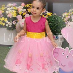 Vestido Peppa Pig Peppa Pig Birthday Invitations, Cumple Peppa Pig, Pig Party, Girl Dress Patterns, 3rd Birthday Parties, Party Dress, Flower Girl Dresses, Wedding Dresses, Pig Ideas