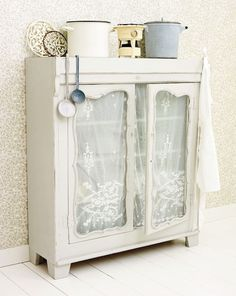 Vintage Cupboard   ~CoUnTrY CoTtAgE ChArM~  ;p